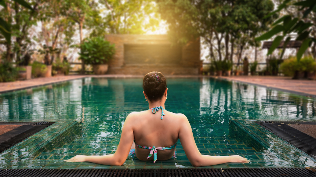 news.get.commediauploadshotel_travel-pool-woman-shutterstock-1730927526